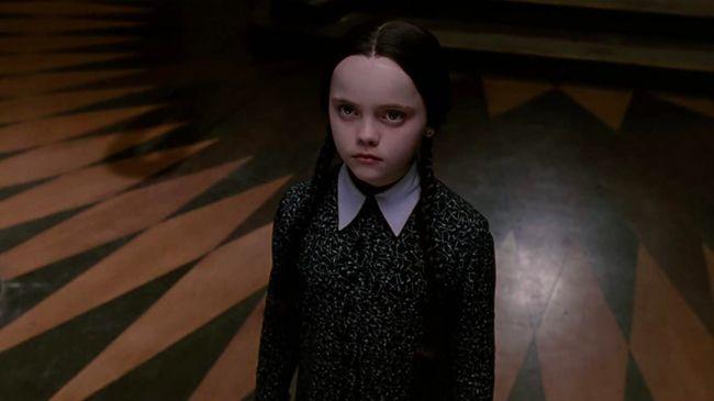 Karakter Wednesday Addams yang terkenal menakutkan akan digarap oleh Tim Burton dalam bentuk serial televisi.