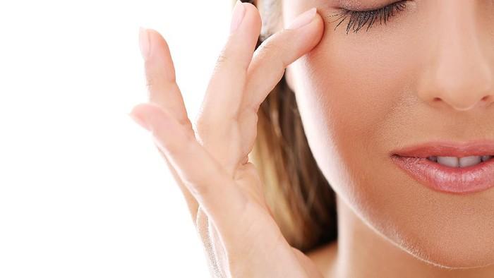 Eye Cream 101: Penting untuk Dipakai Nggak, Sih?