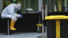 FOTO: Perjuangan Nakes Obati Luka Setahun Corona