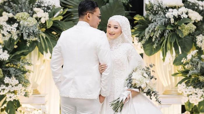 Gelar Resepsi, Intip 7 Potret Pernikahan Seviq Febinita