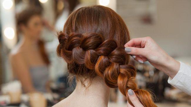 Gaya rambut tertentu memang bikin tampilan jadi lebih menarik. Namun, hati-hati, ada beberapa jenis gaya rambut yang justru bisa merusak rambut.