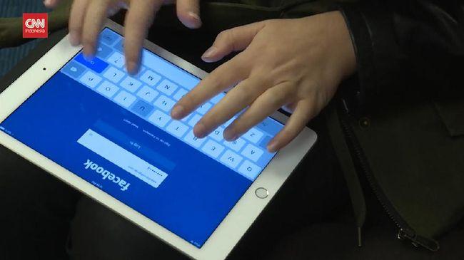 Hotline dikembangkan Tim Eksperimen Produk Baru (NPE) Facebook, yang bertugas membangun aplikasi dengan ide-ide baru.