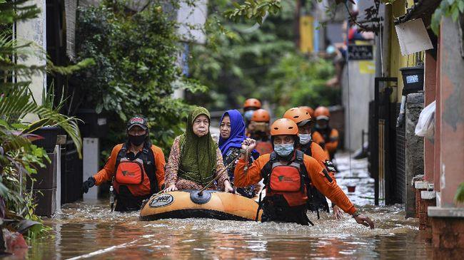 Warga di berbagai penjuru DKI Jakarta mengaku merasakan banjir tahun ini lebih parah dibanding sebelumnya.