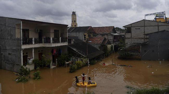 Wagub DKI Ahmad Riza Patria menjelaskan tidak mungkin memaparkan data setiap tahun, yang ditampilkan memang hanya mencakup banjir besar dan hujan ekstrem.