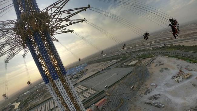 Bernama Bollywood Skyflyer, ayunan tertinggi di dunia ini wajib dijajal para pecandu adrenaline yang akan berwisata ke Dubai usai pandemi virus Corona.