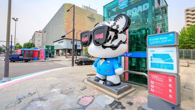 Berikut rekomendasi tempat wisata di Korea Selatan yang terkenal baik itu bagi warga lokal Korsel sendiri maupun wisatawan mancanegara khususnya bagi K-Popers.