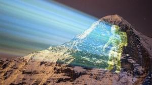 FOTO: Seni Proyektor di Pegunungan Swiss Rayakan Misi Mars