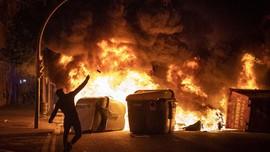 FOTO: Kerusuhan Barcelona Berlanjut usai Penangkapan Rapper