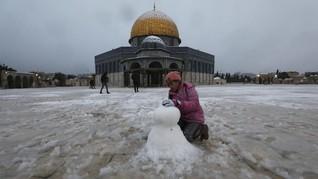 FOTO: Pemandangan Masjid Al Aqsa yang Diselimuti Salju