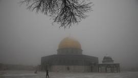 Kompleks Masjid Al Aqsa Diselimuti Salju