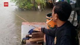 VIDEO: Kesibukan Lain Saat banjir Menggenang