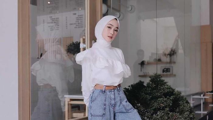 5 Ide Outfit Hijab dengan Ruffle Blouse, Sulap Tampilanmu Jadi Chic dan Casual
