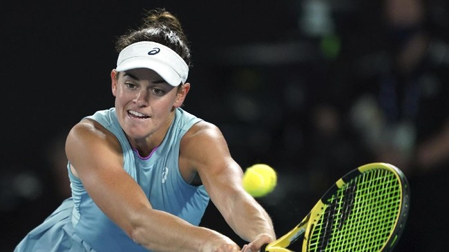Naomi Osaka meraih gelar juara kedua di Australia Open setelah pada tahun ini mengalahkan Jennifer Brady 6-4, 6-3 di Rod Laver Arena, Sabtu (20/2).