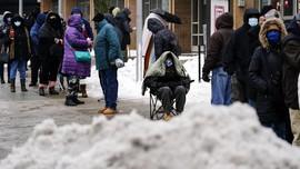 FOTO: Badai Salju Ekstrem Hambat Vaksinasi Corona di AS