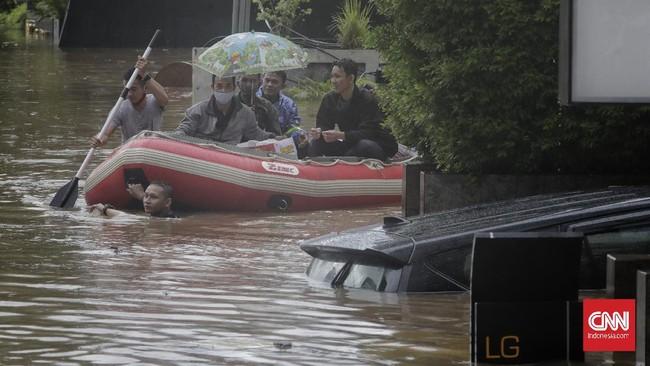 Sejumlah ruas jalan dan daerah di ibu kota DKI Jakarta dan daerah sekitarnya pada Sabtu (20/2) direndam banjir.