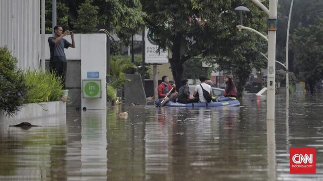 Wilayah Kemang dikenal sebagai salah satu daerah pergaulan di Jaksel yang ramai terutama pada akhir pekan, kecuali Sabtu (20/2) karena tergenang air bah.