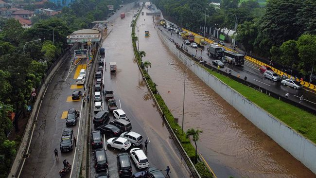 Hipmi memperkirakan sektor ritel paling terdampak karena banjir di Jakarta.