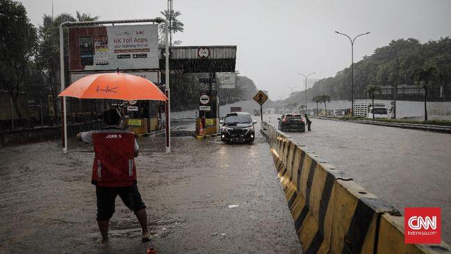 BMKG mengungkap intensitas hujan di Jabodetabek belakangan ini masih lebih rendah dibanding tahun lalu meski juga menyebabkan banjir.