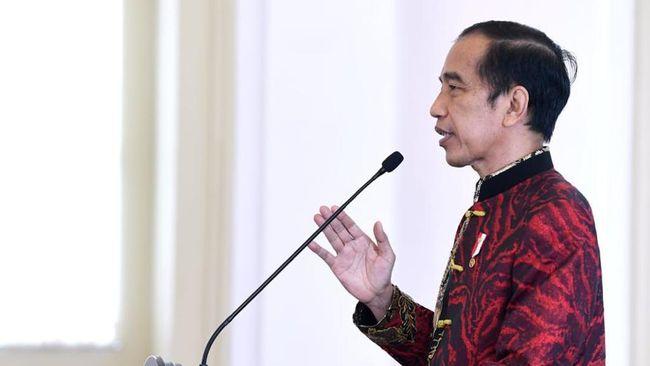 Presiden Jokowi menyebut pandemi covid-19 telah memukul berbagai sektor dan membuat banyak orang kehilangan pekerjaan.