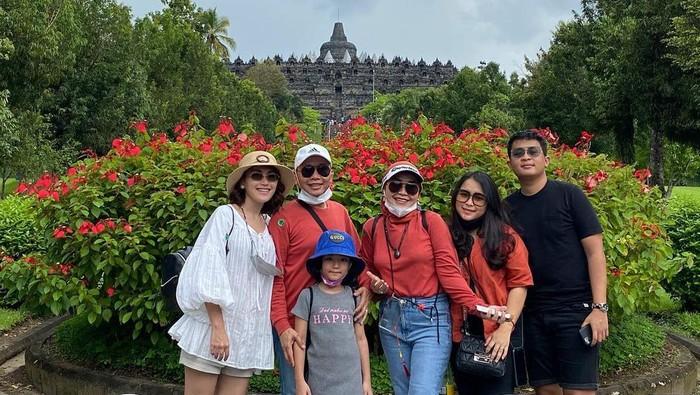 Usai Batal Nikah dengan Adit Jayusman, Ayu Ting Ting Ajak Keluarga Liburan Bersama