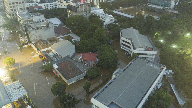 Tahun berlalu, gubernur DKI Jakarta pun silih ganti, yang tetap sama menyambangi warga Ibu Kota adalah bencana banjir. Berikut data banjir DKI 7 tahun terakhir.