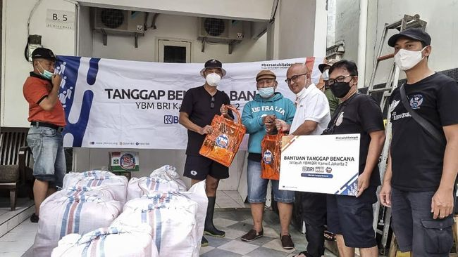 BRI Group merespons banjir yang menggenangi Jakarta, Depok, Tangerang, dan Bekasi sejak Jumat (19/2) dini hari dengan menyalurkan bantuan tanggap bencana.