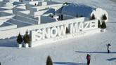 Labirin salju yang terletak di A Maze In Corn di Saint Adolphe, Manitoba mencatat rekor dunia untuk labirin salju terbesar di dunia.