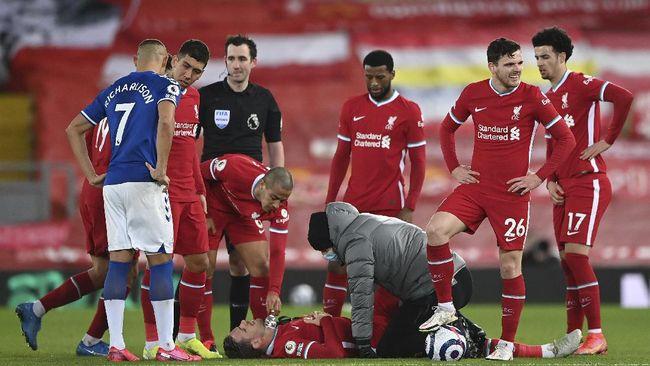Kapten Liverpool Jordan Henderson terancam absen panjang selama 12 pekan dan membuatnya bisa absen di Piala Eropa.