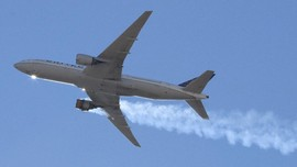 FOTO: Rusak Mesin, Pesawat United Airlines Mendarat Darurat