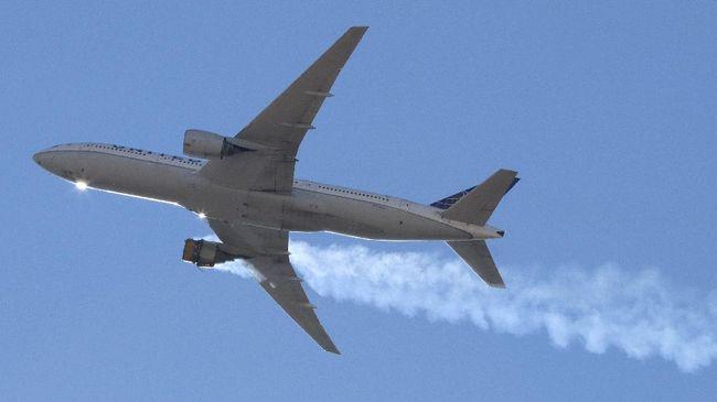 Maskapai United Airlines menghentikan sementara penerbangan 24 armada pesawat Boeing 777 setelah mendarat darurat akibat kerusakan mesin pada Sabtu (20/2).