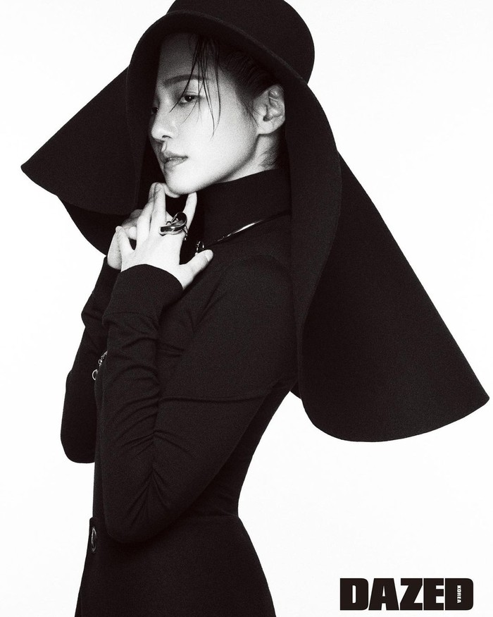 Musik video Urban Zakapa yang berjudul You're The Reason sempat viral di sosial media, berkat perannya bersama aktor sekaligus idol tampan Cha Eun Woo. Dalam video tersebut, diceritakan mereka adalah sepasang kekasih. (Foto: Instagram.com/lavieenbluu/Dazed)