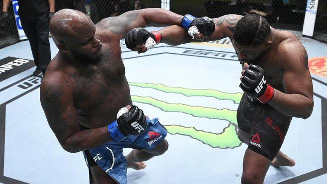 Legenda UFC Daniel Cormier meyakini kekuatan pukulan Derrick Lewis lebih menakutkan dibandingkan Francis Ngannou di kelas berat.