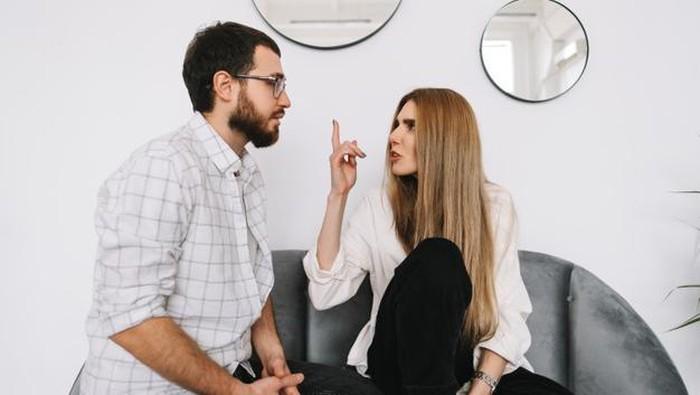 5 Hal Ini Menandakan Pasanganmu Tidak Menghargai Kamu Lagi