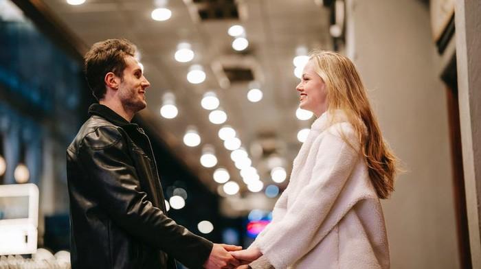 5 Tips Ngobrol dengan Pasangan Agar Tak Mudah Salah Paham