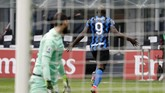 Inter Milan sukses melumat saudara sekotarnya AC Milan dengan skor mencolok, 3-0. Kemenangan yang membuat Nerazzurri mantap di puncak klasemen.