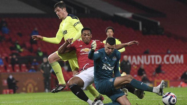 Penyerang Anthony Martial jadi kekesalan netizen usai Manchester United kalahkan Newcastle United 3-1, Senin (22/2) dini hari WIB.