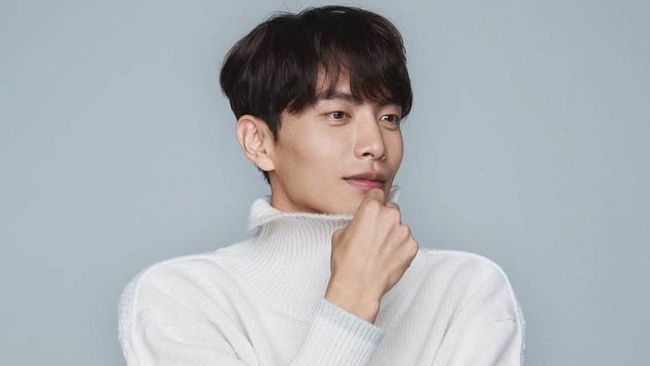 Aktor Lee Min-ki siap menunjukkan akting yang romantis bersama aktris Nana dalam drama Korea baru berjudul Oh! Master.