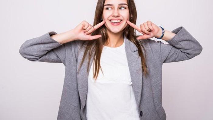 Ganggu Penampilan, Ini 5 Cara Mencegah Terjadinya Karang Gigi