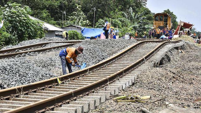Gubernur Jawa Barat Ridwan Kamil menggandeng PT KAI untuk mereaktivasi sejumlah rel kereta api di Jawa Barat.