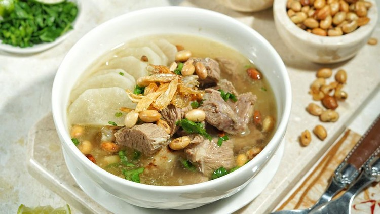 The famous Indonesian Soto from West Java namely is Soto Bandung, is clear beef soto that has pieces of white radish and sprinkled with fried soybeans.