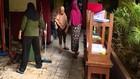 VIDEO: Banjir Surut, Warga Bersihkan Lingkungan