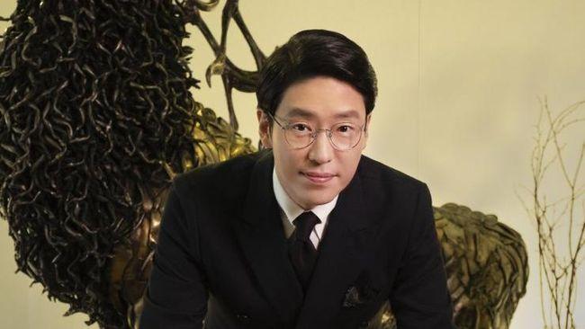 Pemeran Joo Dan-tae dalam The Penthouse, Uhm Ki-joon, menjawab sejumlah teori penggemar terkait dengan nasib karakter Shim Soo-ryeon.