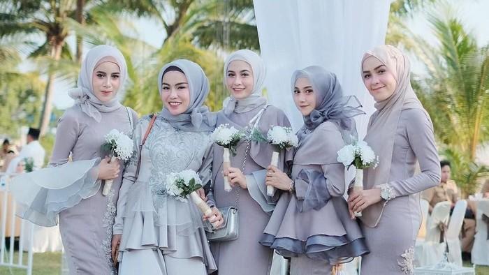 Update 2021! Intip 5 Inspirasi Busana Bridesmaid Untuk Muslimah, Simpel dan Elegan