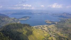 Memandangi Danau Toba dari Tao Silalahi