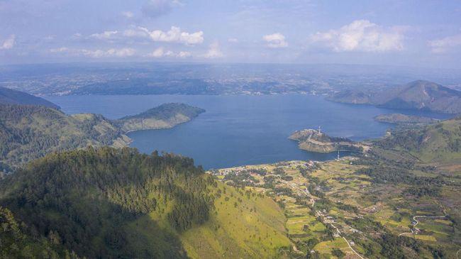 Walhi Sumut mendesak PT Toba Pulp Lestari (TPL) ditutup karena diduga menjadi penyebab kerusakan hutan di Danau Toba.