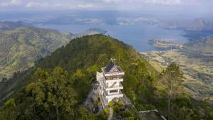 FOTO: Indahnya Danau Toba dari Menara Pandang Tele