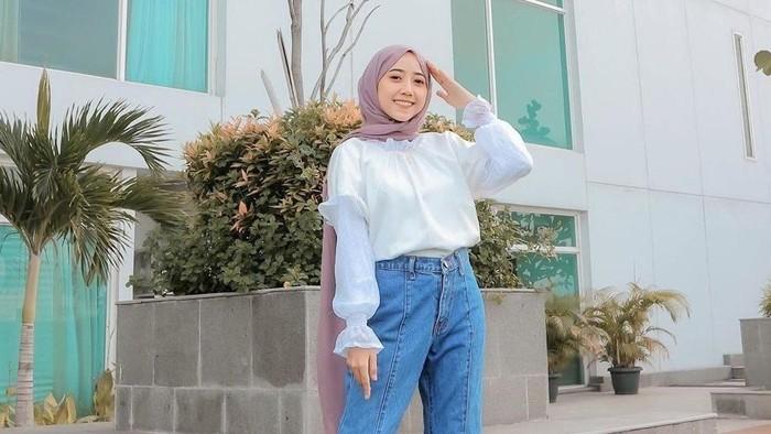 5 Tips Outift Hijab untuk Cewek Pendek Agar Terlihat Lebih Tinggi