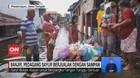 VIDEO: Banjir, Pedagang Sayur Berjualan dengan Sampan