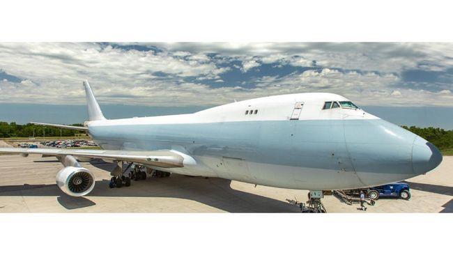 Serpihan logam mesin pesawat kargo Boeing 747 milik maskapai Longtail Aviation berjatuhan di lingkungan pemukiman warga di Belanda.