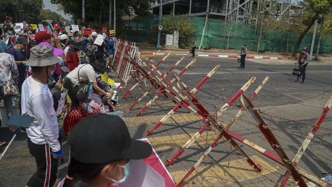 Sejumlah peristiwa terjadi pada Selasa (23/2) dirangkum dalam kilas internasional, mulai dari Kedubes RI didemo hingga klarifikasi soal pemilu ulang Myanmar.